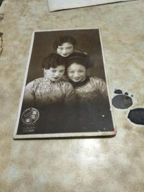 民国明信片格式照片 影星胡蝶及另两位女明星合影照