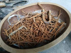 元代旧船钉(赣江大码头遗址出土),昌江航道水上瓷器之路遗存,浸泡过江水的旧船钉有避邪之说),数以千计,匠心独运,各类形态实现不同功能,如图。博物馆级珍品