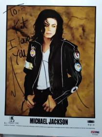 流行乐天王 迈克尔杰克逊 亲笔签赠自己母亲(To Kat 送给凯瑟琳)、题词(I love you 我爱你)、签全名(Michael Jackson)彩色照片一张(终生保真,附PSA/DNA权威鉴定证书,编号I14280)
