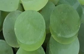 10块大型天然岫玉玉雕单个直径5厘米厚1.8厘米10块的价格