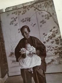 民国香港或中国南方城市保姆和西方儿童老照片共三张