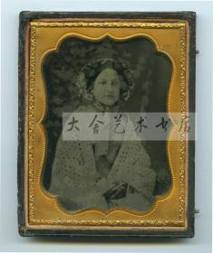 150年前玻璃版安布罗夫法照片--影像历史级收藏--年轻高雅的女士肖像,含底盖整件尺寸为11.8X9.3厘米,此种照片类型这种尺幅已经算大的。