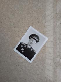 开国中将,原北京军区副司令徐深吉将军原版小照一张,戎装照,55式中将礼服照。