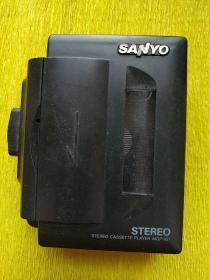 日本原装三洋随身听   放音机   功能正常   音质一流   没有耳机  200元     可以加配一索尼耳机(100元)   共300元