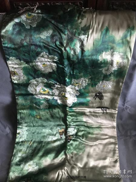 中华文化发展促进会礼品   大规格全丝质丝巾一条   画面图案为名人所做  请看落款  这类图案送老人做礼物还是很适当的