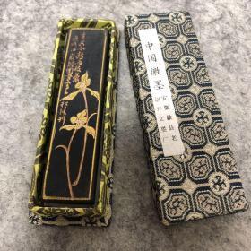 80年代胡开文老墨条墨锭,有两种不同花纹,款式其二:【王者香】(参考图一图二 ,图三为另外一款花纹) (墨色通透真材实料)