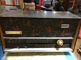 昆明无线电厂梅花牌老式收音机750一A型一台【图片为实拍,品像以图片为准】插电点不亮,当配件卖,售出不退