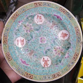 绿万寿无疆瓷碟子,底款江西景德镇名瓷10,保真包老售出不退。年代5060年代。边沿有小磕。