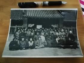 佛教题材老照片 1987年 辽阳观音寺 善男信女高僧大德合影 背有拍摄者提拔