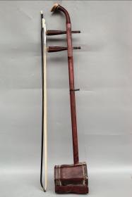 民國紅木二胡一把  可正常拉奏 直徑長82厘米,寬13厘米,厚10.5厘米,重600克,1000包郵。