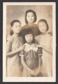民国老照片,1946年四姐妹合影照