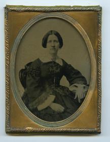 150年前玻璃版安布罗夫法照片--影像历史级收藏--长裙高雅女士肖像,整件尺寸为10.9X8.2厘米