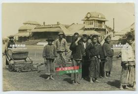 民国赛马场跑马场雇佣的童工来平整草坪老照片,上海?泛银
