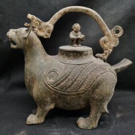 青铜兽型提梁壶