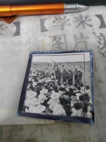 老照片 (文革期间老照片、文革宣传队在农村)    样片1张    、      甲本存放