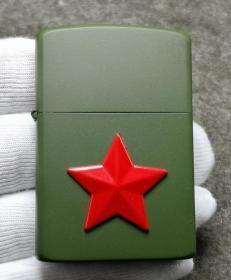 中国香港佐罗Zorro打火机:《绿哑漆大五角星》带盒,未使用