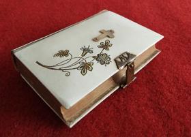 西洋1910年代左右古董天主教或基督教祈祷书,三面刷金有铜锁扣非常小巧精美..