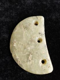 红山文化三孔月牙璧