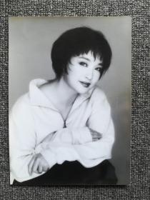 刘晓庆原版照片三张(2张彩64开大,一张黑白比64开大,一张跟姜文合影)