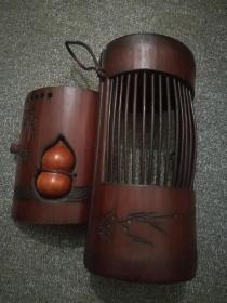 民国镂雕蝈蝈竹筒。包浆老到,配有八宝葫芦,做工精细,把玩情趣,不可多得