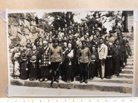 民国抗战时期原版老照片:日军军官和尚尼姑和服女子合影