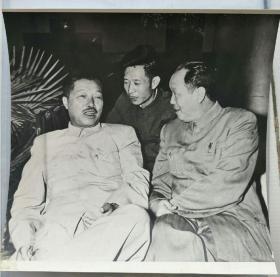 贺龙元帅胡耀邦乌兰夫在一起