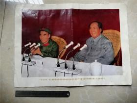 一九七零年,毛主席和他的亲密战友林彪副主席在中国共产党第九届中央委员会上。