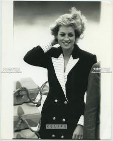 1980年代英国王妃戴安娜照片,她是查尔斯的第一任妻子,亦是威廉王子和哈里王子的亲生母亲。25.3X20.2厘米