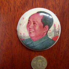 大文革全新毛象,毛主席像南京长江大桥红旗飘飘,文革全新橡皮毛主席象章极其少见。