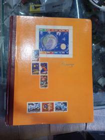 邮票册一本,400张多一点,包邮,售出不退,品相如图,保真正品,售出不退。有邮票,有粮布票,以及其他藏品,昨天用东西换来的,处理价,价格低,售出不退。