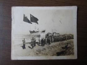 """1951年庆祝""""五一""""劳动节游行照片(摄于滕县西门外)"""
