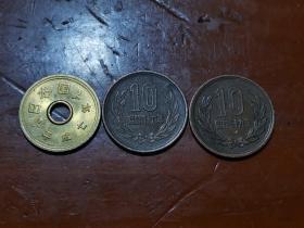 昭和三十九年和昭和四十六年十円,以及平成平七年五円硬币