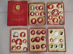 文革原盒毛主席44枚,题材多,品相一流,很多少见品种,枚枚包老!