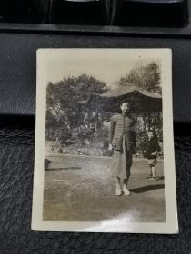 民国旗袍美女照片2张