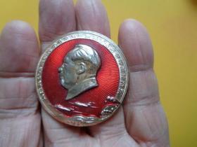 毛主席像章 《毛主席万岁》(边一圈铸刻:永远忠于毛主席 忠于毛泽东思想 忠于毛主席的革命路线 )【保真保文革】