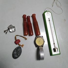 小物件一批,玛瑙烟嘴,老温度计,手表等,弥勒佛挂件后面有道裂,东西还可以,可以把玩,喜欢的来买,价格不高,售出不退。
