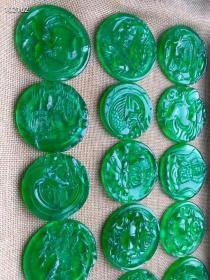高冰帝王绿翡翠牌子,玉质通透水头十足起莹光,用料考究厚重,无棉絮无杂质,雕刻精美精致,超级完美