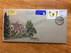 著名邮票设计家许彦博手绘封一件,是许彦博出访瑞典纪念(1994年)时所绘,贴瑞典邮票和航空签条,钤:彦博手绘,印章。十分罕见。绢本。
