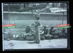 民国时期马来西亚婆罗洲沙捞越土著集市,伊班女人银盐照片底片一张,12.1X8,7厘米 B