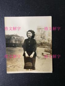 老照片 民国 超有气质的美女 上海 背后是东正教堂 泛银