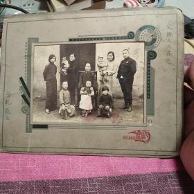 民国老照片,保真正品,售出不退。春节期间不包邮,节后包邮。