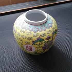 万寿无疆盖罐,年代1950至1988。保真包老售出不退。口沿有小磕,无盖。春节期间不包邮,年后包邮,保真包老售出不退。