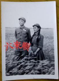 【老照片】麦田细浪,苏式军装——长辫子解放军女兵