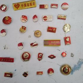 毛主席像章像章等30个,保真正品,售出不退。通走不单卖,每个6.5元。通走包邮,喜欢的来买,售出不退。