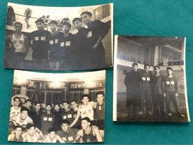 解放初期中国男篮队原版照片三枚,其中含与苏联男篮合影(背面对方全体球员签名)