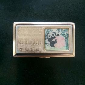 早期怀旧飞鹰牌双面刀架。熊猫图〈中国制造〉标