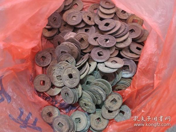 出土,唐宋小钱200多个。以唐代开元,宋代元丰等钱为主。包老保真。千年旧物。