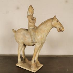 彩绘骑马陶俑