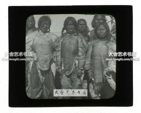 清代民国玻璃幻灯片-----民国时期格陵兰岛因纽特人穿皮衣的女子,长相和中国人很接近。