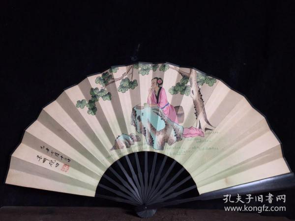 檀木折扇,长33厘米,宽61厘米,.